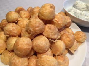 Gougères Rezept französische Käsebällchen