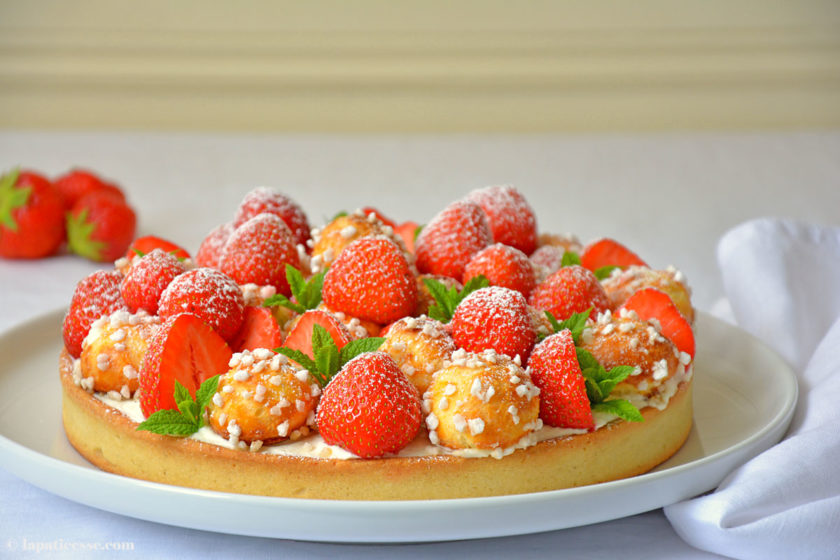 Tarte chouquettes aux fraises Erdbeertarte mit Windbeutelchen Rezept