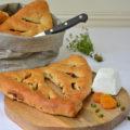 Fougasse Rezept mit Pistazien, Speck und Aprikosen
