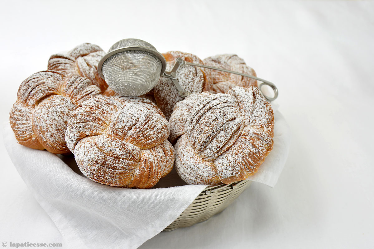 Brioche feuilletée Grundrezept Rezept Titel Sieb