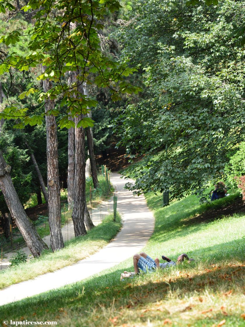 parc-des-buttes-chaumont-paris-sommer-park
