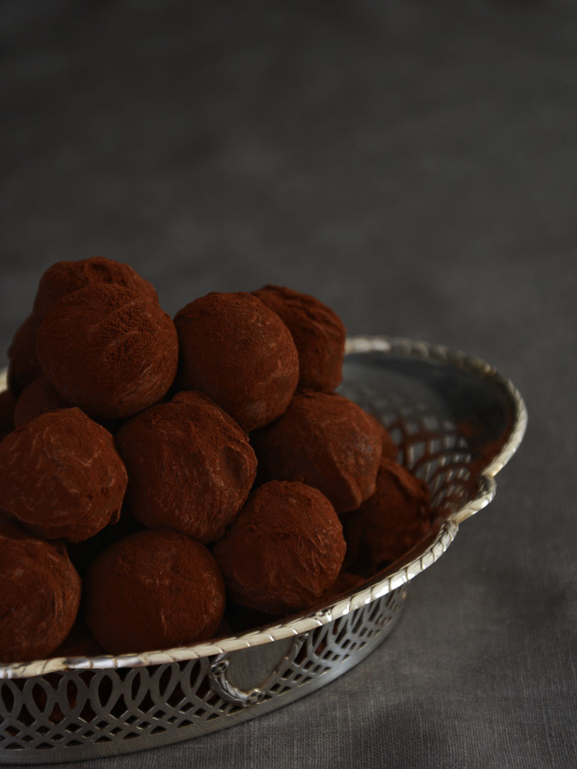 truffes-au-chocolat-a-lorange-et-baies-de-cannelier-schokoladentrueffel-orange-zimtblueten-rezept-2