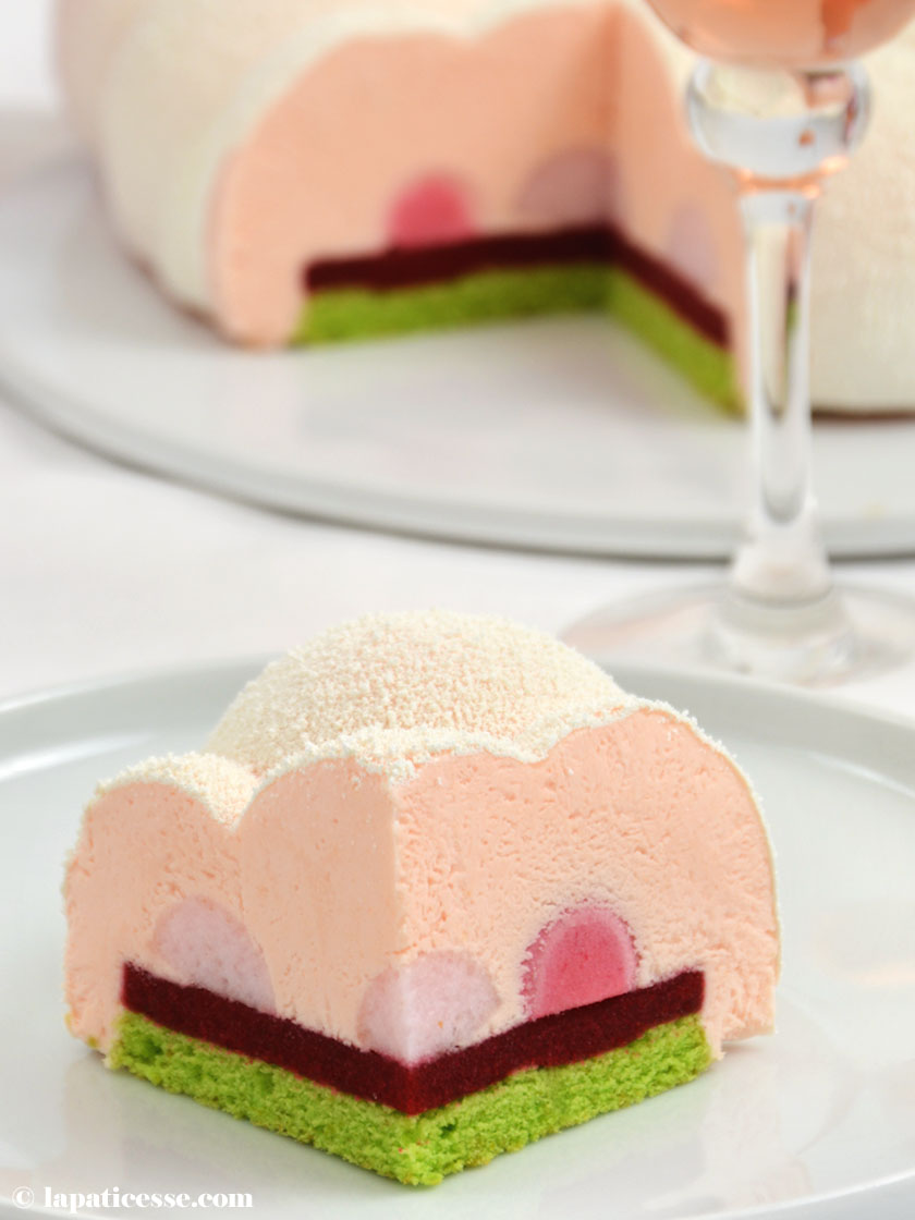 Entremets Nuage d'Ispahan Champagner-Torte Rezept Cloud Silikomart Himbeer Litschi Pierre Herme Anschnitt