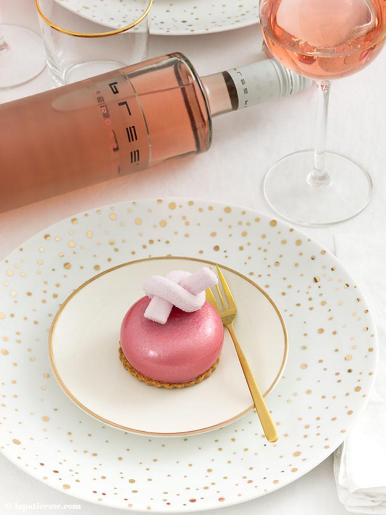Beeren-Törtchen Rezept mit Pinot noir rosé Mirror Glaze Bree Wein
